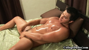 Brent Holiday is a hot Native American from Oklahoma, and he shows us in his first sex tape how he likes to stroke his schlong.