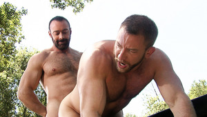 Bearded dude Brad Kalvo fucks Shay Michaels on a picnic table