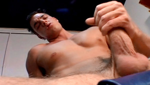 Very hot stud Masturbate at the gym after his workout