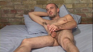 Hot bald guy wanking off on a bead in this hot film !