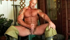 Bald dude decides that jerking off would be a great idea!