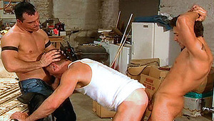 Handsome gays in heat doing an amazing threesome in a garage