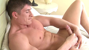 fine muscular guy having a good & long session of self-abuse