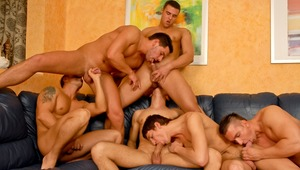 Super hot guys fucking & sucking to celebrate a birthday !