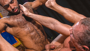 Studly traveller Bo is drawn to musclebear fuckbud Huessein