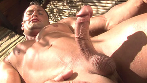 Well-built stud stimulates his schlong under the outside shower
