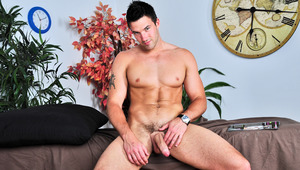 Canadian hunk Trystan Bull busts 1 out in this solo scene