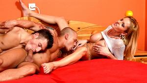 Busty MILF enjoys the pleasure of bi-sex dicks inside her !