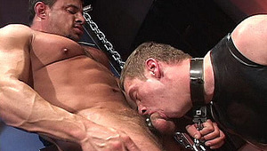 Muscled gay man plays with gigantic toys on his pierced prisonner