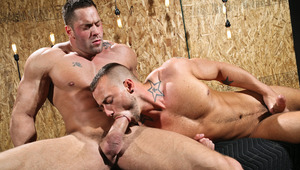 Muscle stud Erik Rhodes has some oral fun with Jessie Colter