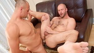 Cock-hungry hairy beast David slobbers over Enzo's veiny schlong