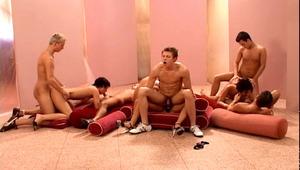 Hot guys & Hot Women Enjoy Fucking During Bi Orgy